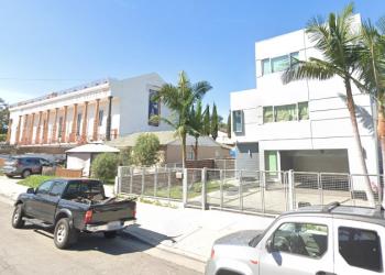 Edificio de BereaVisión detrás de La Luz del Mundo en Los Ángeles