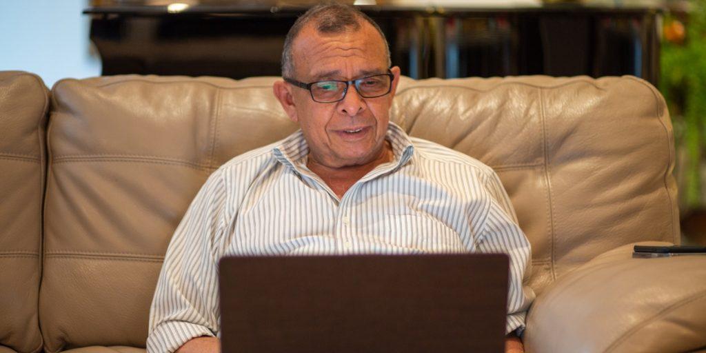 Pepe Lobo explica a periodistas sus empresas offshore, reveladas por los Pandora Papers.