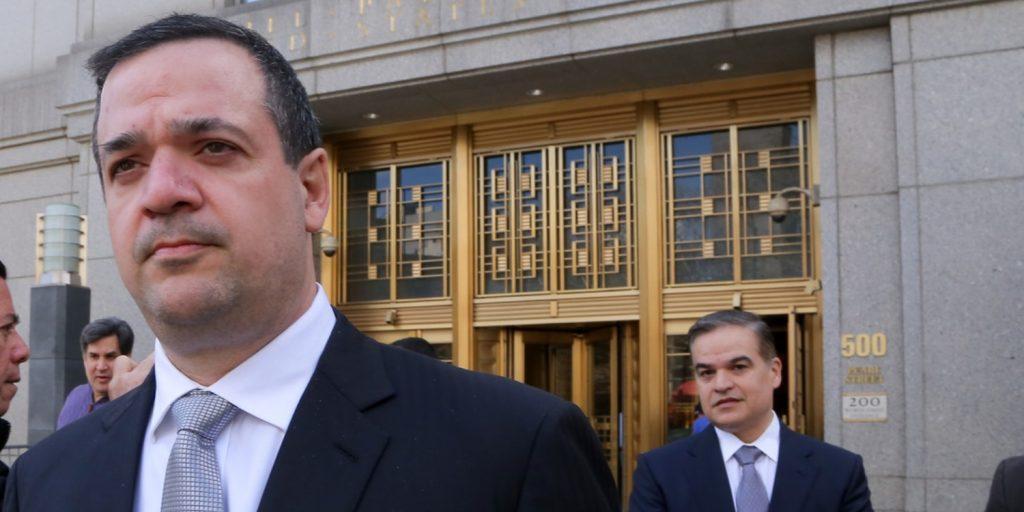 Yankel Rosenthal y Yani Rosenthal salen de la Corte del Distrito Sur en Nueva York, acusados de negocios con el narcotráfico