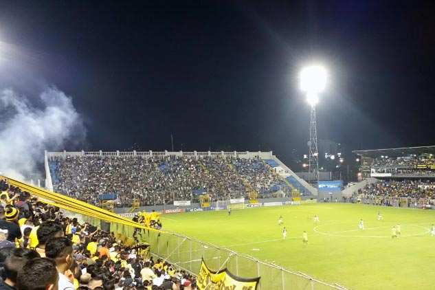 Estadio Morazán en San Pedro Sula (Honduras), donde juega el Real España, equipo cercano a la familia Burbara.