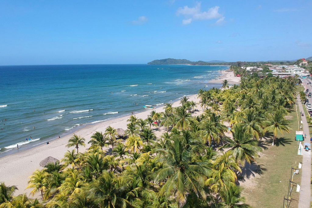 Playa Tela en la costa de Honduras
