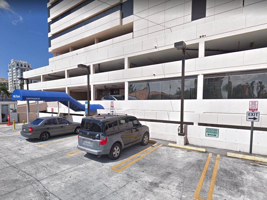 Edificio en Coral Gables, Florida, sede de negocios de los Rishmawy.